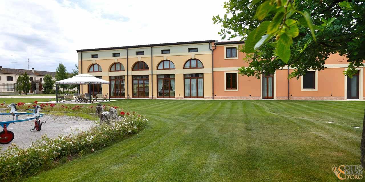 Exteriors of the Otto Ducati d'Oro hotel in Isola della Scala, Verona