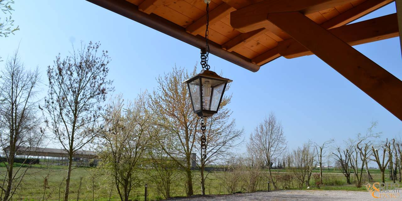 View of the entrance to the Otto Ducati d'Oro country b&b in Verona
