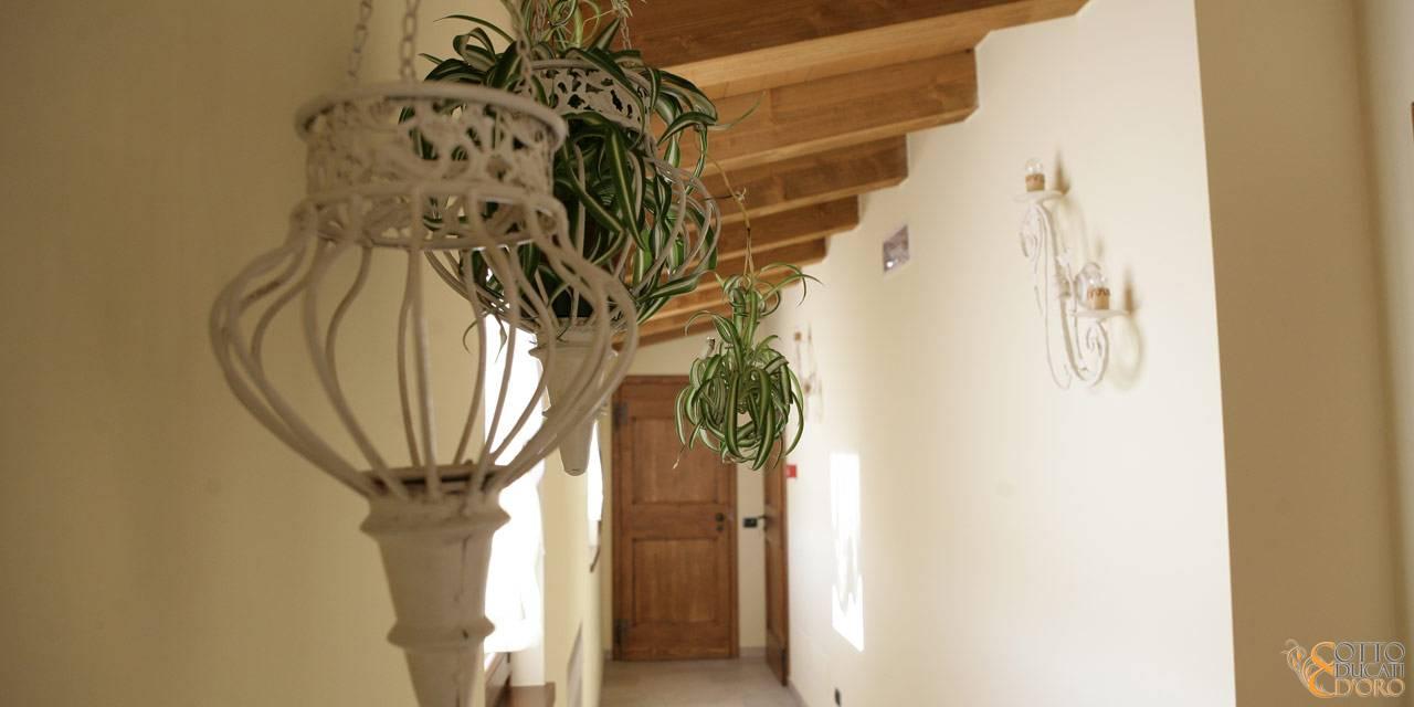 Corridoio per raggiungere le camere al primo piano del b&b a Verona
