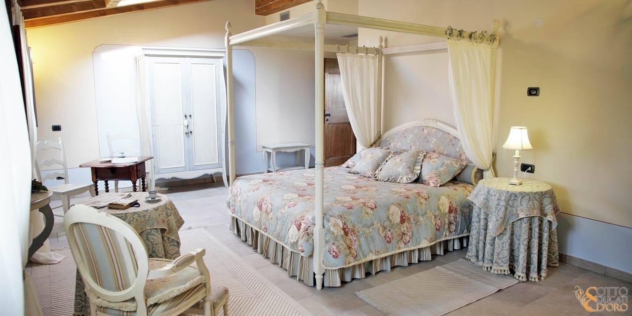 Agriturismo beb Otto Ducati d'Oro con camera con letto a baldacchino