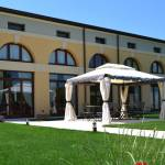 Grounds of the hotel for business trips in the province of Verona
