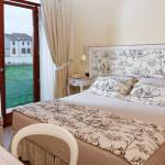 Relais with room with access to the garden and country-style interiors