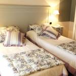 Sleeping in a double room for single occupancy with twin beds available