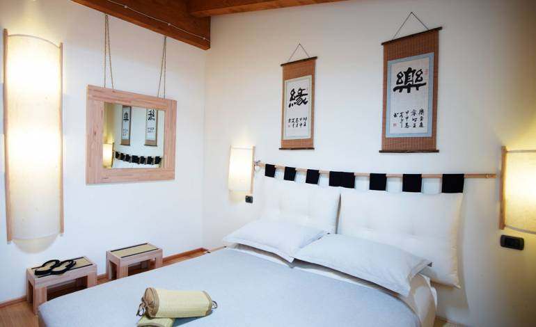 Inaka: Japanese-style room with tatami and bamboo floor