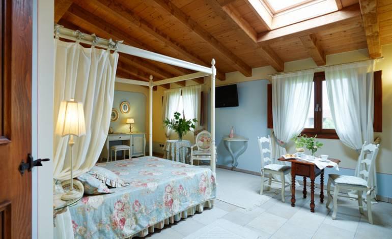 Cupido: suite al primo piano con letto a baldacchino
