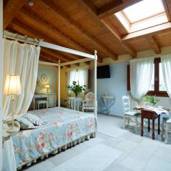 Cupido: suite on the first floor with tester bed